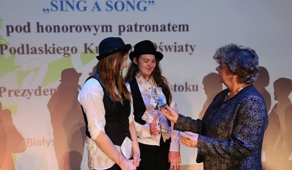 Film do artykułu: Konkurs Sing a Song. Angielski znają śpiewająco. Jury miało kłopot (zdjęcia, wideo)
