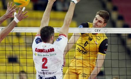 Karol Kłos dwa lata temu wraz z PGE Skrą Bełchatów wygrał wyjazdowy mecz z Cucine Lube  i wyeliminował włoski zespół z Ligi Mistrzów. Dziś obie drużyny