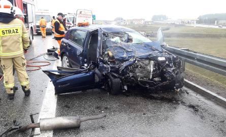 Śmiertelny wypadek na autostradzie A1 w m. Ropuchy 21.02.2019. Zderzenie dwóch samochodów. Jedna osoba nie żyje, trzy osoby ranne