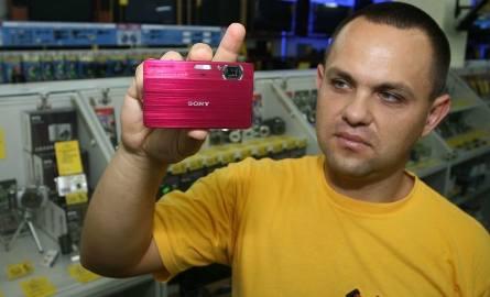 Sony DSC T 700 - Smukły i stylowy model... dedykowany dla pań, ale nie tylko. Prosta obsługa, duża 4-gigabajtowa pamięć i funkcja albumu na zdjęcia -