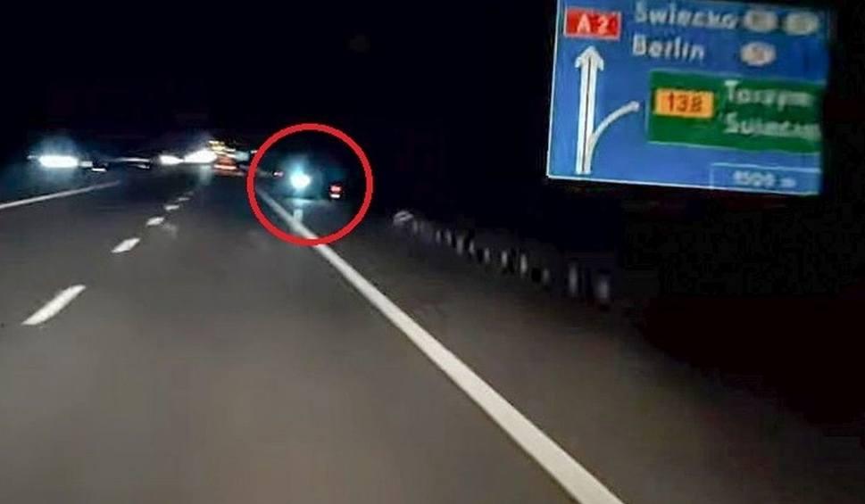 Film do artykułu: Jechał na hulajnodze autostradą pod prąd bo... zabrakło mu paliwa w aucie. Wiadomo już, kto to był [WIDEO, ZDJĘCIA]