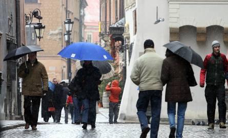 Szykuje się spora zmiana pogody. W najbliższych dniach spodziewajmy się ochłodzenia oraz opadów deszczu i deszczu ze śniegiem!Czytaj także: Prognoza