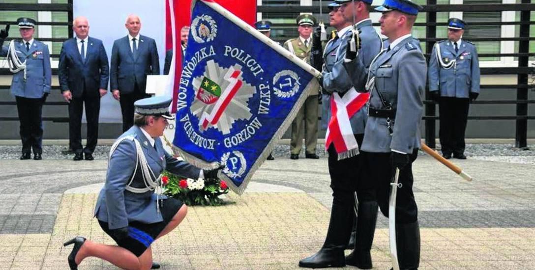 Wczorajsze uroczystości były okazją także do wręczenia odznaczeń i awansów dla lubuskich policjantów. Wyróżnienia osobiście wręczał minister spraw wewnętrznych