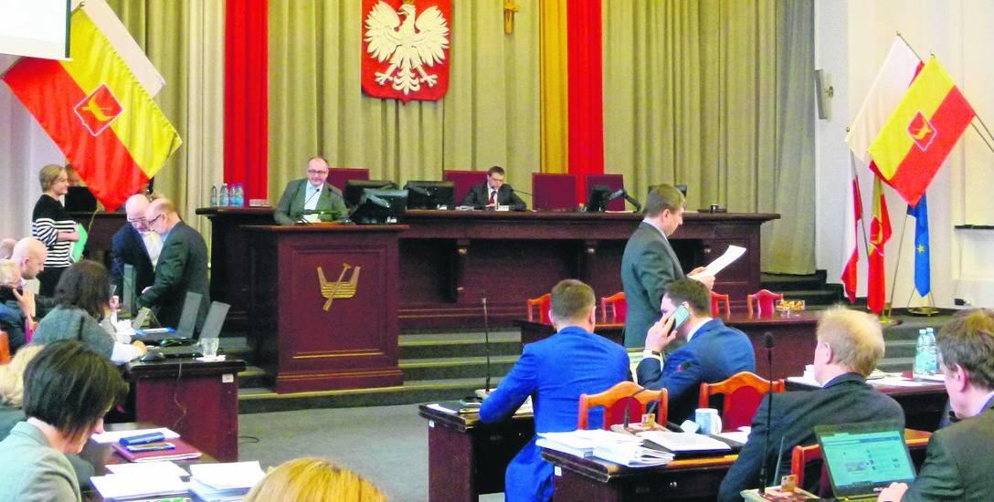 Na sesji rady o wyjazdach. Radni kłócili się znów o nazwy ulic i o koszty służbowych wyjazdów
