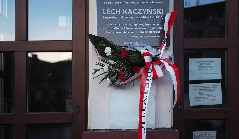 """Film do artykułu: Wieńce pogrzebowe z szarfami  """"Konstytucja"""" na pomnikach w Tczewie [ZDJĘCIA]"""