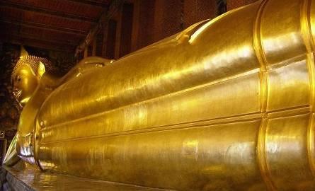 W Wat Po największej świątyni Bangkoku znajduje się leżący Budda o długości 46 metrów.