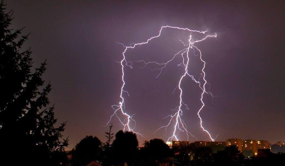 Film do artykułu: W regionie radomskim czekamy na gwałtowne burze. Mogą być rekordowe opady, grad, gwałtowne porywy wiatru
