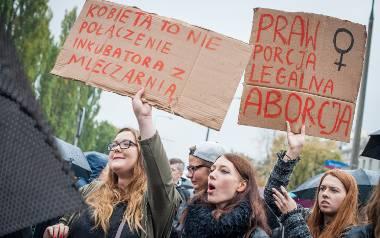 W poniedziałek na ulice wielu miast Polski wyszło prawie sto tysięcy kobiet. Nie były zadowolone i dobitnie dały o tym znać