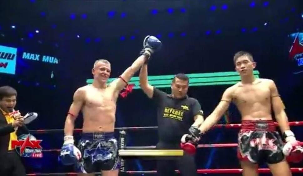 Film do artykułu: ŚWIEBODZIN. Grzegorz Kubiak, świebodziński fighter z Manchesteru, wygrał na punkty walkę młodym tajskim przeciwnikiem