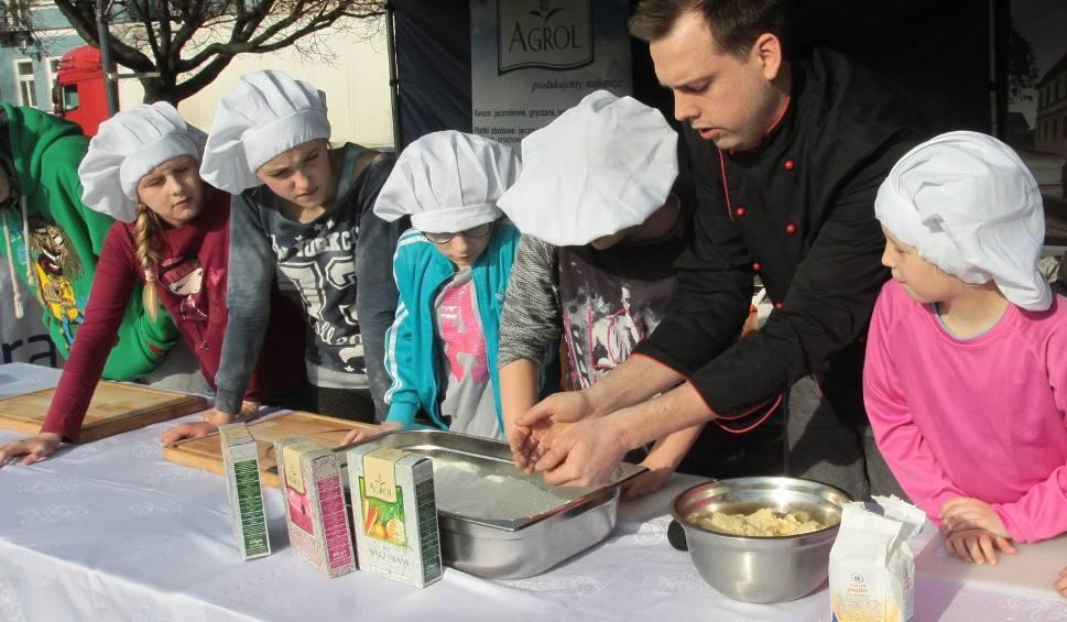 Film do artykułu: Kulinarne Walentynki w Radomiu. Jakub Kuroń gotował na Rynku