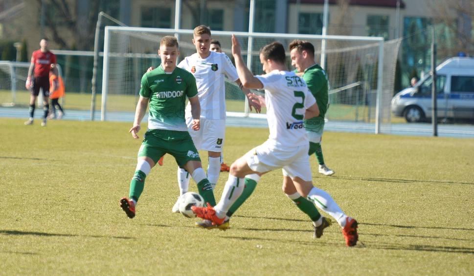 Film do artykułu: 2 liga. Stal Stalowa Wola przegrała 0:1 z Radomiakiem w  Radomiu, po golu z rzutu karnego.