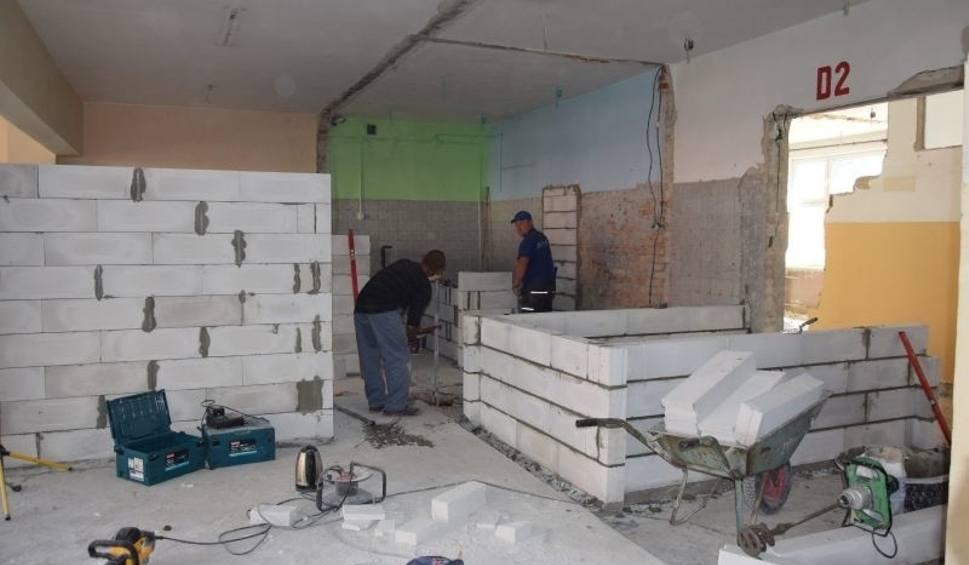 Film do artykułu: Plac budowy w szkolnej świetlicy. Pną się mury