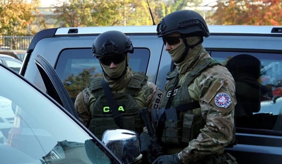 Film do artykułu: Naczelnik US w Jarosławiu i troje przedsiębiorców tymczasowo aresztowanych. Prokuratura ujawnia więcej szczegółów sprawy