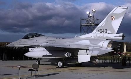 - Aby wzniósł się w górę jeden F-16 potrzebna jest praca 40 osób- mówił kapelan garnizonu.