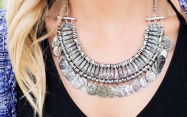 BiżuteriaTo coś wyjątkowego dla Niej. Kobiety uwielbiają biżuterię. Z pewnością piękny naszyjnik, pierścionek czy kolczyki będą strzałem w dziesiątk