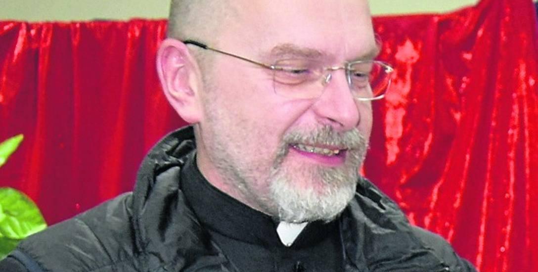 Wierni doceniają poczucie humoru swojego proboszcza ks. Adam Kwaśniak. Duchowny zaskarbił sobie sympatię parafian