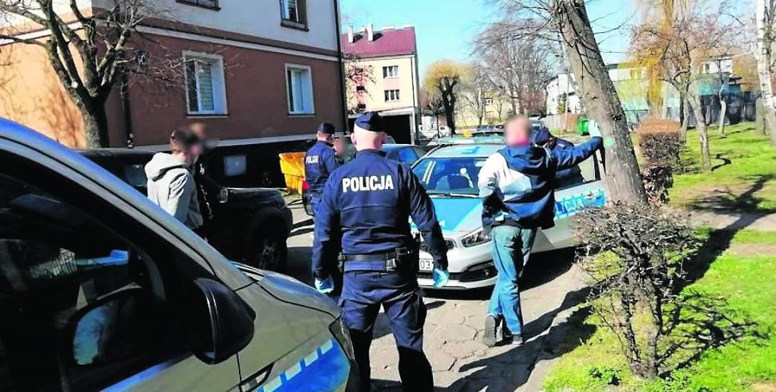 Łowicka policja przeszkodziła między innymi w plenerowych spotkaniach towarzyskich