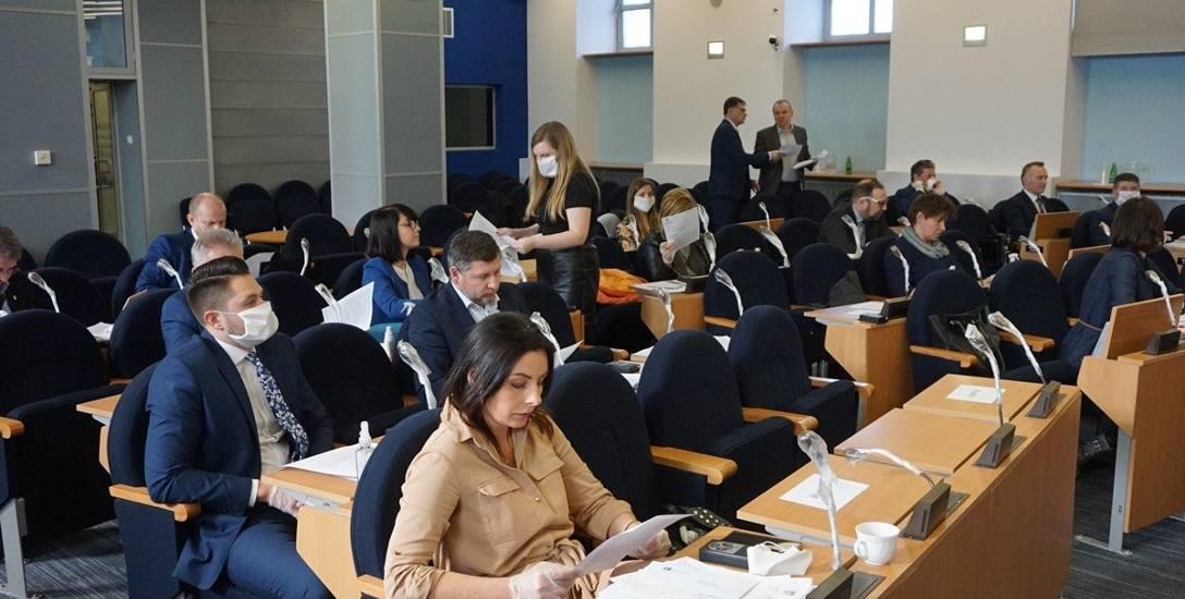 Częstochowscy radni na wniosek prezydenta Krzysztofa Matyjaszczyka przeznaczyli milion zł na walkę z epidemią