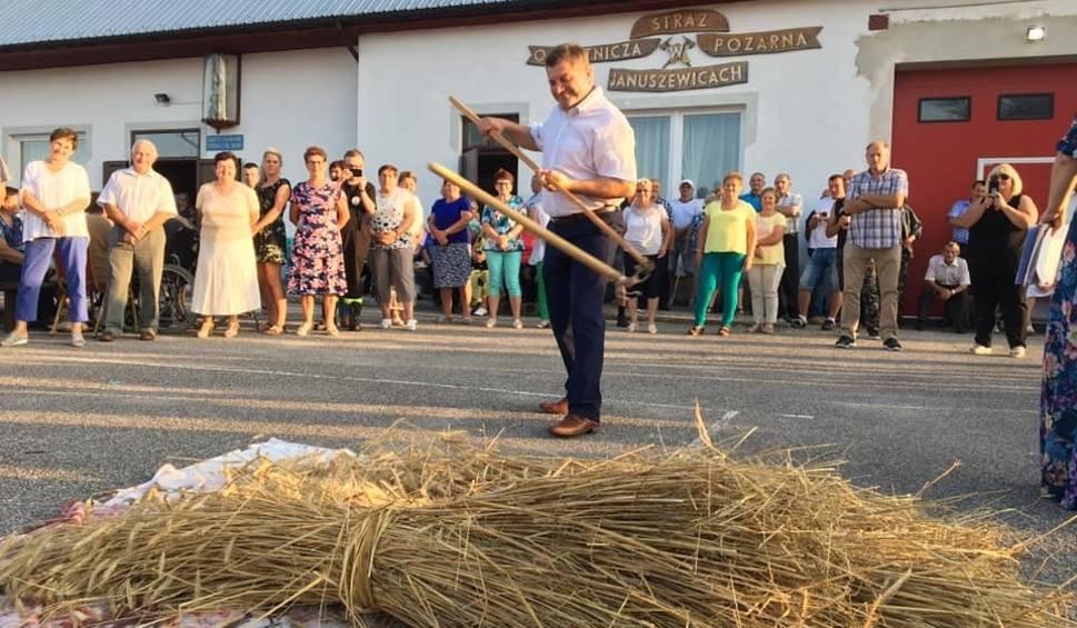 Film do artykułu: Świetna zabawa i spotkanie z tradycją w Januszewicach. Było młócenie cepami, darcie pierza, szatkowanie kapusty (DUŻO ZDJĘĆ)