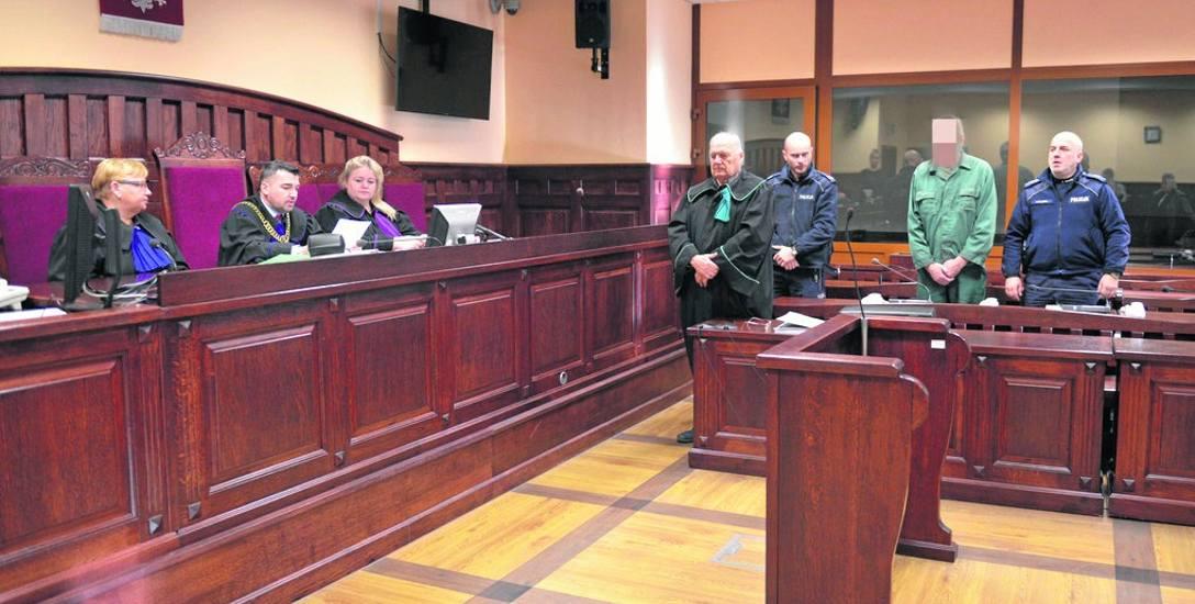 Ogłoszenie nieprawomocnego wyroku w Sądzie Okręgowym w Słupsku. Leszek K. karę będzie odbywał w systemie terapeutycznym. Ma też zapłacić pokrzywdzonej