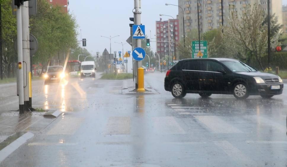 Film do artykułu: Gdzie jest burza? Uwaga! Burza w Łodzi 25.05.2020. Ostrzeżenie meteorologiczne. Burze z gradem w Łodzi i w regionie. Mapa burz!
