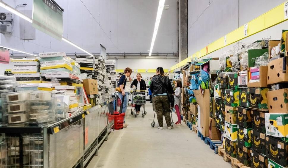 Film do artykułu: Biedronka otwiera outlet we Wrocławiu. Ceny niższe nawet o 80 procent
