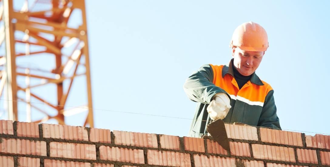 Najwięcej ofert pracy za granicą czeka na Polaków w sektorze budowlanym i rolnictwie.