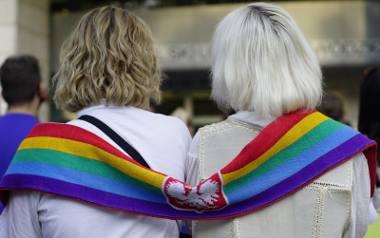 """Stanowisko biura ZMP w sprawie """"stref wolnych od LGBT"""" spotkało się z krytyką prezydenta Jacka Jaśkowiaka oraz poznańskiej radnej Doroty"""