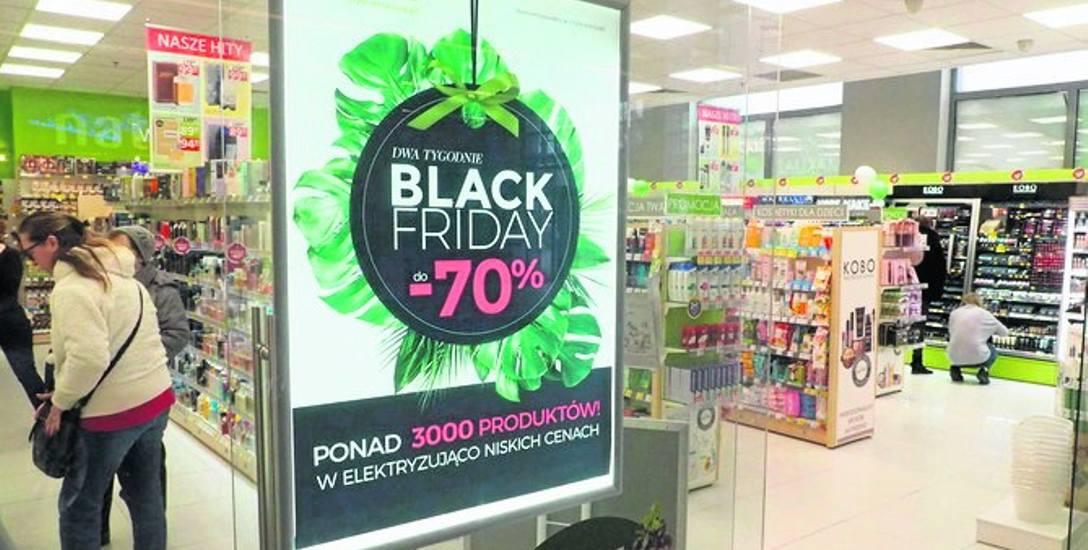 Klienci w sklepach szukają promocji. W Czarny Piątek, czyli dzisiaj  wszędzie będzie ich bardzo dużo