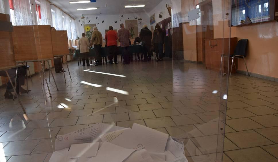 Film do artykułu: WYBORY PARLAMENTARNE 2019. Jak głosowali mieszkańcy powiatu nowosolskiego?