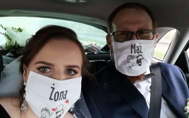 """Ania i Michał wzięli ślub w Chełmku niedaleko Oświęcimia. Goście byli z nimi, tyle że w internecie. Potem wszyscy spotkali się na """"weselu"""". Też w """"onlinie""""."""