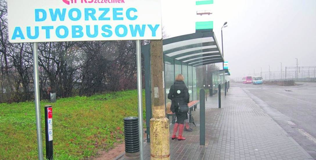 Kilka lat temu przystanki PKS przeniesiono z dworca autobusowego z ulicy Kaszubskiej na otwarty teren przy stacji PKP, w pobliże którego może podjechać