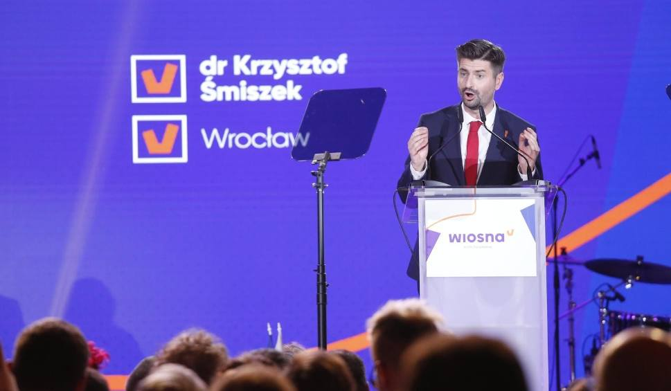 Film do artykułu: Śmiszek: Staniemy się drugą siłą polityczną w Polsce. Ujawnia, co go łączy z Wrocławiem