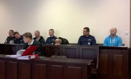 Oskarżeni o kradzież prawie 3 mln zł stanęli przed sądem