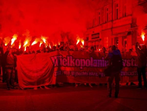 Kilkaset osób wzięło udział w Marszu Zwycięstwa, który w sobotnie popołudnie przeszedł ulicami Poznania. W ten sposób uczczono setną rocznicę podpisania