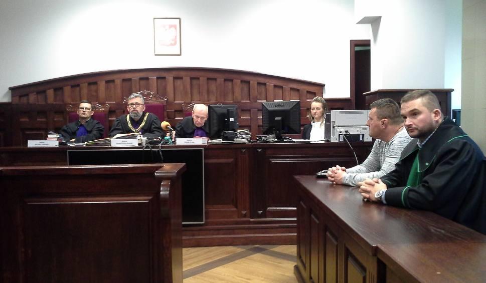 Film do artykułu: Bartosz Kucharski prawomocnie uniewinniony. Wyrok potwierdził niedopuszczalne działanie policji
