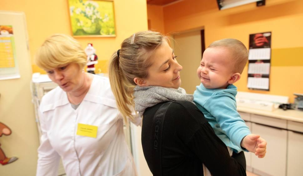 Film do artykułu: Szczepionka na grypę na Śląsku pilnie poszukiwana. Gdzie ją kupić? Do obiegu aptecznego trafi ponad 2 miliony dawek
