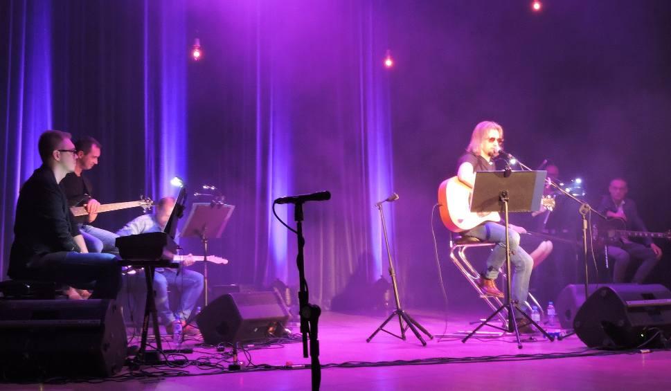 Film do artykułu: Piotr Grzyb i Zupa Grzybowa zagrali koncert na rzecz pogorzelców z Głażewa-Cholew, gm. Młynarze, którzy stracili dom