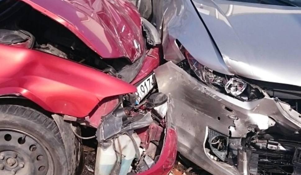 Film do artykułu: Policzna. Wypadek na drodze numer 79. Cztery osoby ranne, są utrudnienia