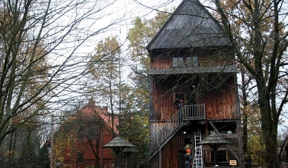 W Radomskim Skansenie Trwa Renowacja Zabytkowego Wiatraka Z