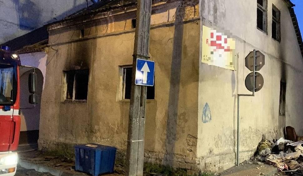 Film do artykułu: Pożar budynku w Staszowie. W środku znaleziono ciało mężczyzny