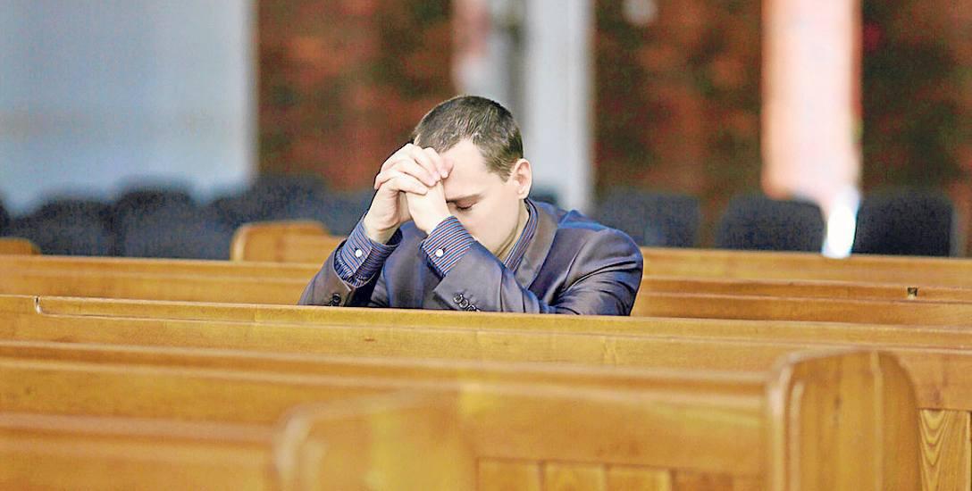 W kościołach w Polsce jest coraz mniej wiernych