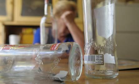 Pijani rodzice w Tomaszowie. Opiekowali się dziećmi pod wpływem alkoholu
