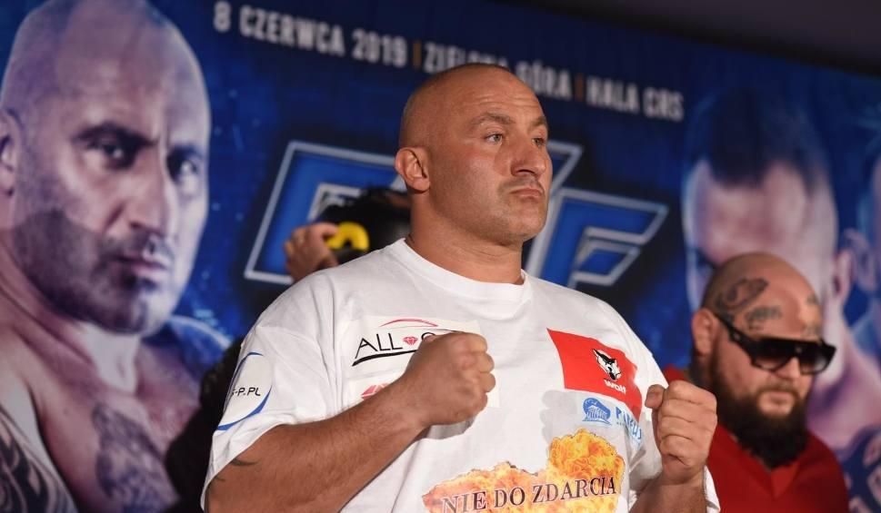 Film do artykułu: Piotr Świerczewski: Marcin Najman tylko udaje zawodnika MMA. Wyzywa ludzi, a tak naprawdę boi się, że będzie walczył z jakimś Don Wasylem