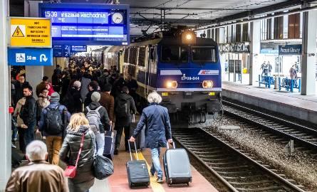 Poznań: Awarie kolejowe paraliżują ruch pociągów na dworcu. Jak domagać się zwrotu pieniędzy za bilet