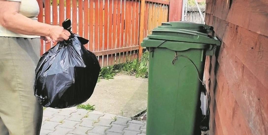 Julia Wietrzyk mieszka w Mszanie Dolnej od 40 lat. Jest bardzo zaskoczona decyzją, którą podniesiono cenę wywozu śmieci