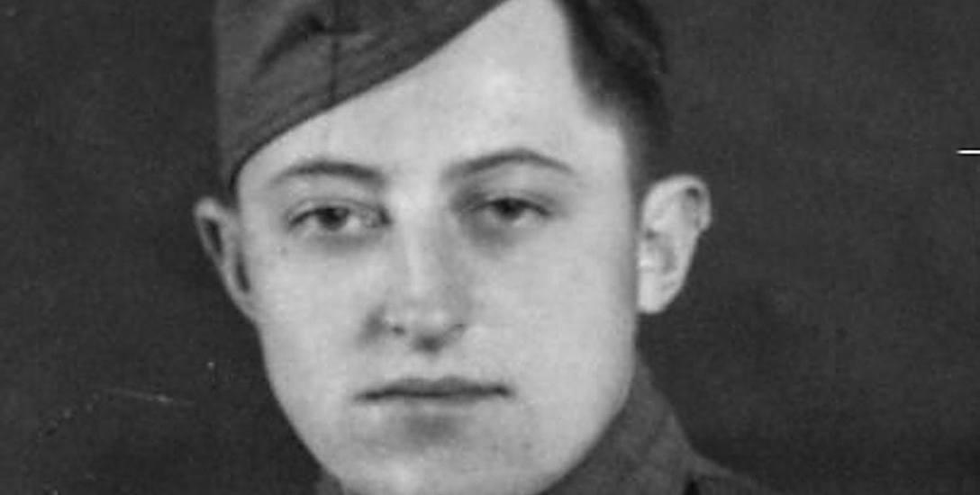 Jan Niedźwiecki - jeden z żołnierzy 3. pułku ułanów, którzy pojawili się w Kołobrzegu wraz ze szwadronem podporucznika Laszczaka