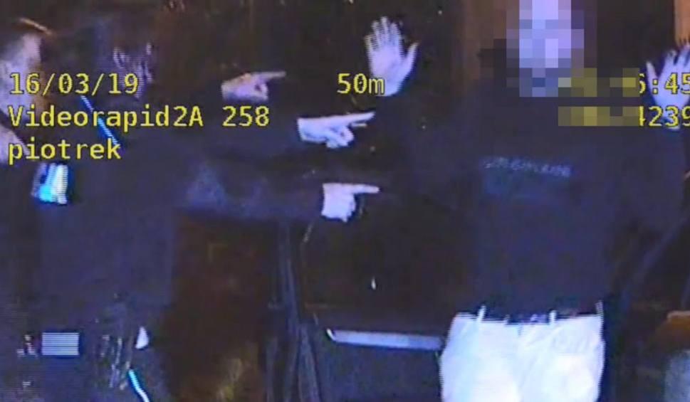 Film do artykułu: Pijany 19-latek przewoził w aucie 7 osób i uciekał przed policją!