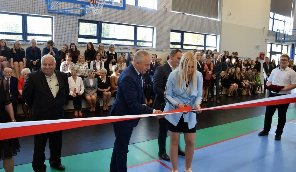 Film do artykułu: Oficjalne i uroczyste oddanie do użytku sali gimnastycznej przy ZSOiT w Miastku (wideo, zdjęcia)