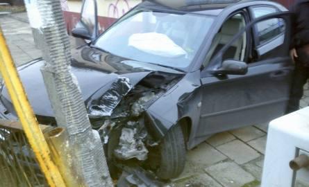 Jego jazda zakończyła się na słupie oświetleniowym, kiedy stracił panowanie nad pojazdem przy skrzyżowaniu ulic Flisackiej i Mińskiej. Kierowca wysiadł
